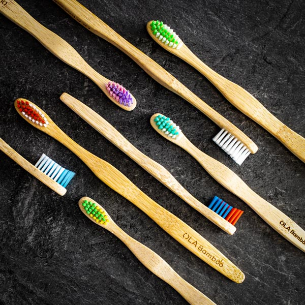 Paquet familial de brosses a dents en bambou - 4 Adultes et 4 enfants